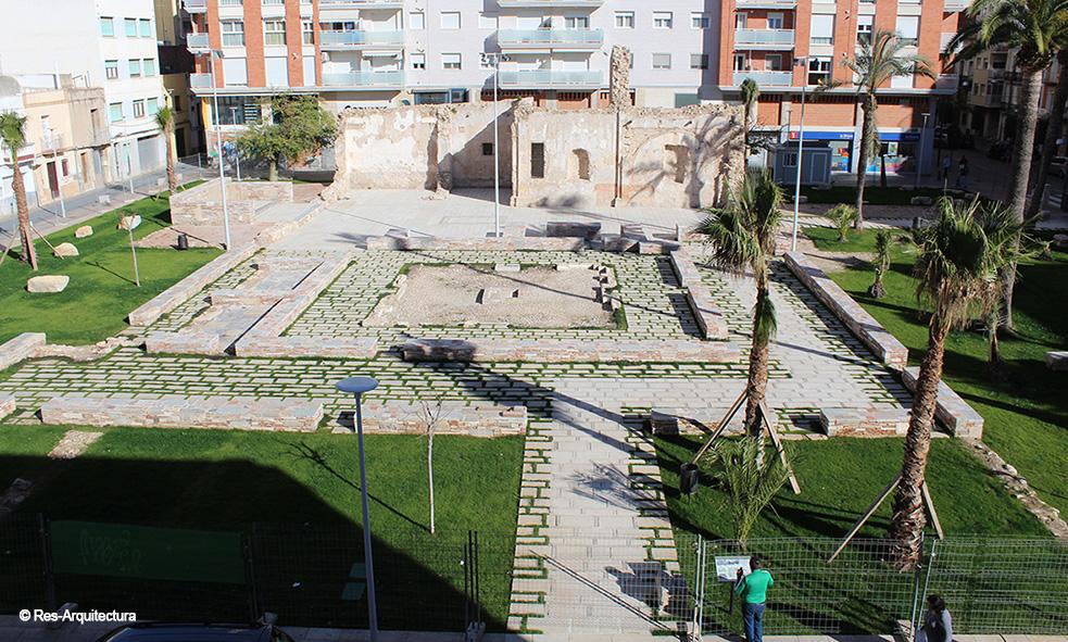 Vista general desde el sur. Plaza-jardín en Vinaròs