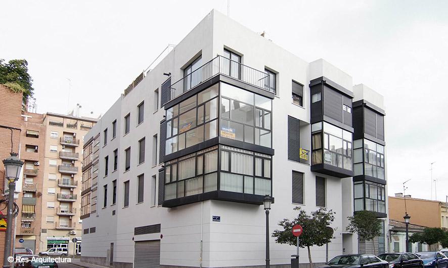 Edificio de viviendas. Esquina C/ Bellvis y C/ Los Hierros