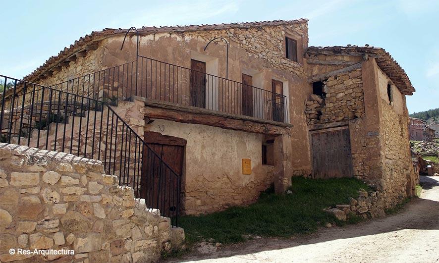 Escuela, horno, barbería en la aldea de Sesga
