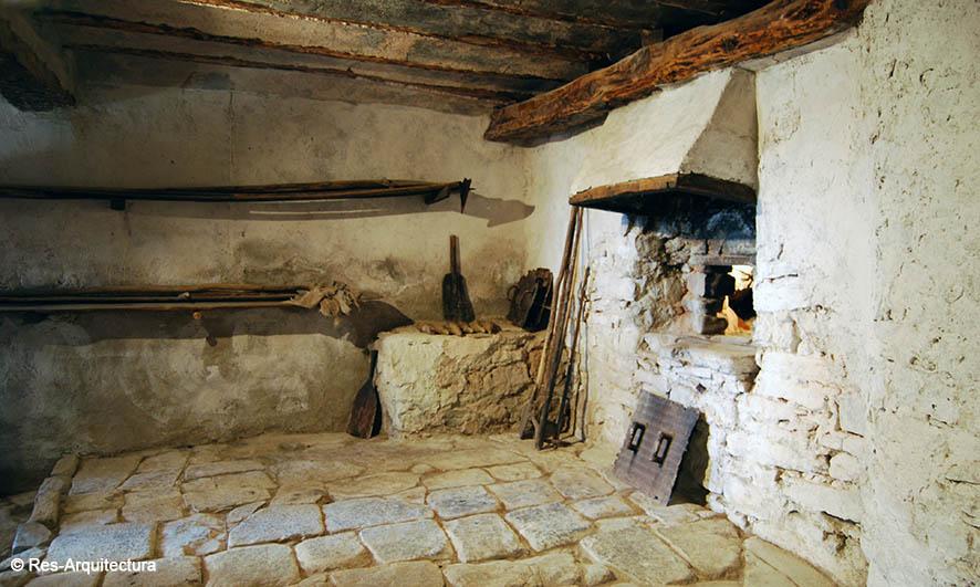 Interior del horno de la aldea de Sesga
