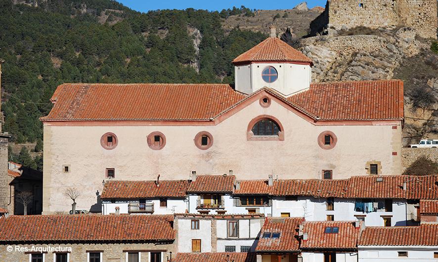 Iglesia de la Inmaculada de Linares de Mora. Fahada sur tras la obra