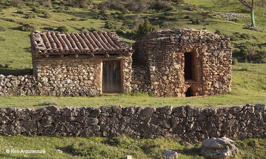 Tejería en la aldea de Sesga